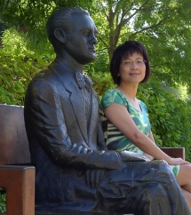 憲法大道上的詩人羅卡雕像