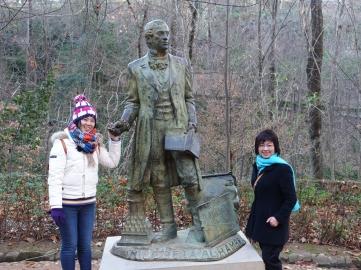 2 度 C 的冬日,造訪山腰路上華盛頓‧歐文(Washington Irving)的雕像