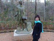 2 度 C 的冬日,造訪山腰上華盛頓‧歐文的雕像 (Tales of the Alhambra 的作者)
