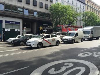 Goya / Serrano 街上的計程車