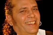 Luis Alberto García (飾演媽媽桑 )