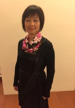 粉紅杜鵑金色線搭黑底洋裝