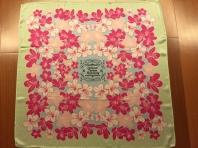 絲巾是一幅畫