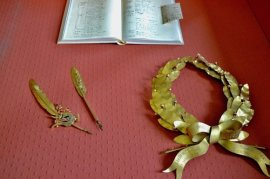 索里亞的筆與桂冠榮譽 (取自西班牙皇家學院 RAE)