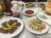伊斯坦堡牛肉丸餐廳前菜和醬料