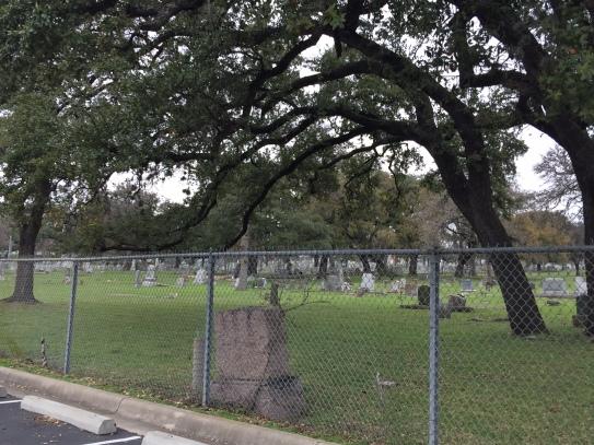 飯店旁的墓園