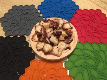 煮熟乾煎後鋪盤的章魚