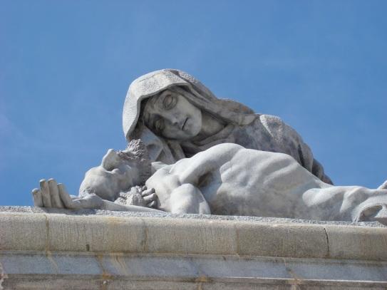 聖殤(La Piedad)大十字架烈士谷主門聖母擁抱耶穌雕像