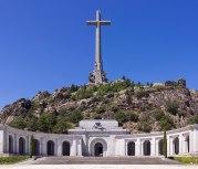 耗時十八年興建(1940-1958)的大十字架烈士谷