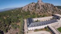 大十字架烈士谷:亦建有教堂和修道院