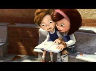 瑪莉亞培男孩讀《巫婆》故事書