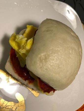 早餐:中西合璧(西班牙香腸佐芙蓉蔥蛋)