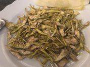 ISodi 餐廳的生朝鮮薊沙拉佐起司