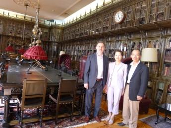 侯清山大使夫婦(右一,右二)與馬德里大學 José Luis Cañas 教授