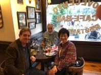 與 Mempo Giardinelli 和 Luis García Montero 喝咖啡