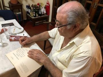 主人 Américo Molina 簽名贈書
