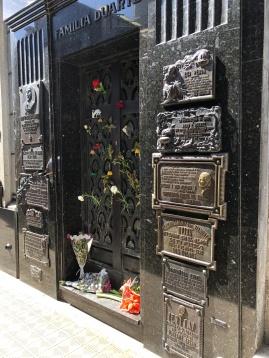 艾薇塔家族墓地