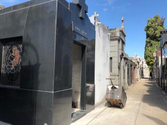 正在施工的新墓地