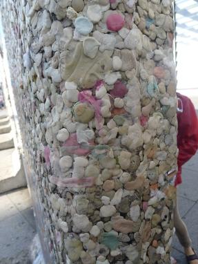 2012. 08. 27 柏林圍牆紀念(被往來行人黏滿口香糖)