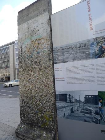 2012. 08. 27 柏林圍牆紀念 ((被往來行人黏滿口香糖))