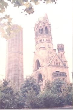 大戰摧毀殘存的教堂鐘樓