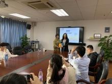 深圳大學演講,贈書給西文系