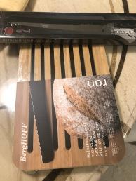 小嬸贈送全新麵包刀與砧板