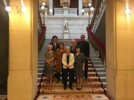 小組成員在皇家學院中庭合影