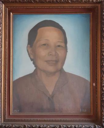 阿嬤逝世時,請人臨摹相片繪肖像。
