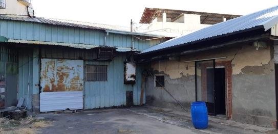 右邊門是舊屋土角厝的大廳