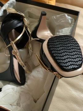 涼鞋有涼鞋的製法,不能全面撲蓋
